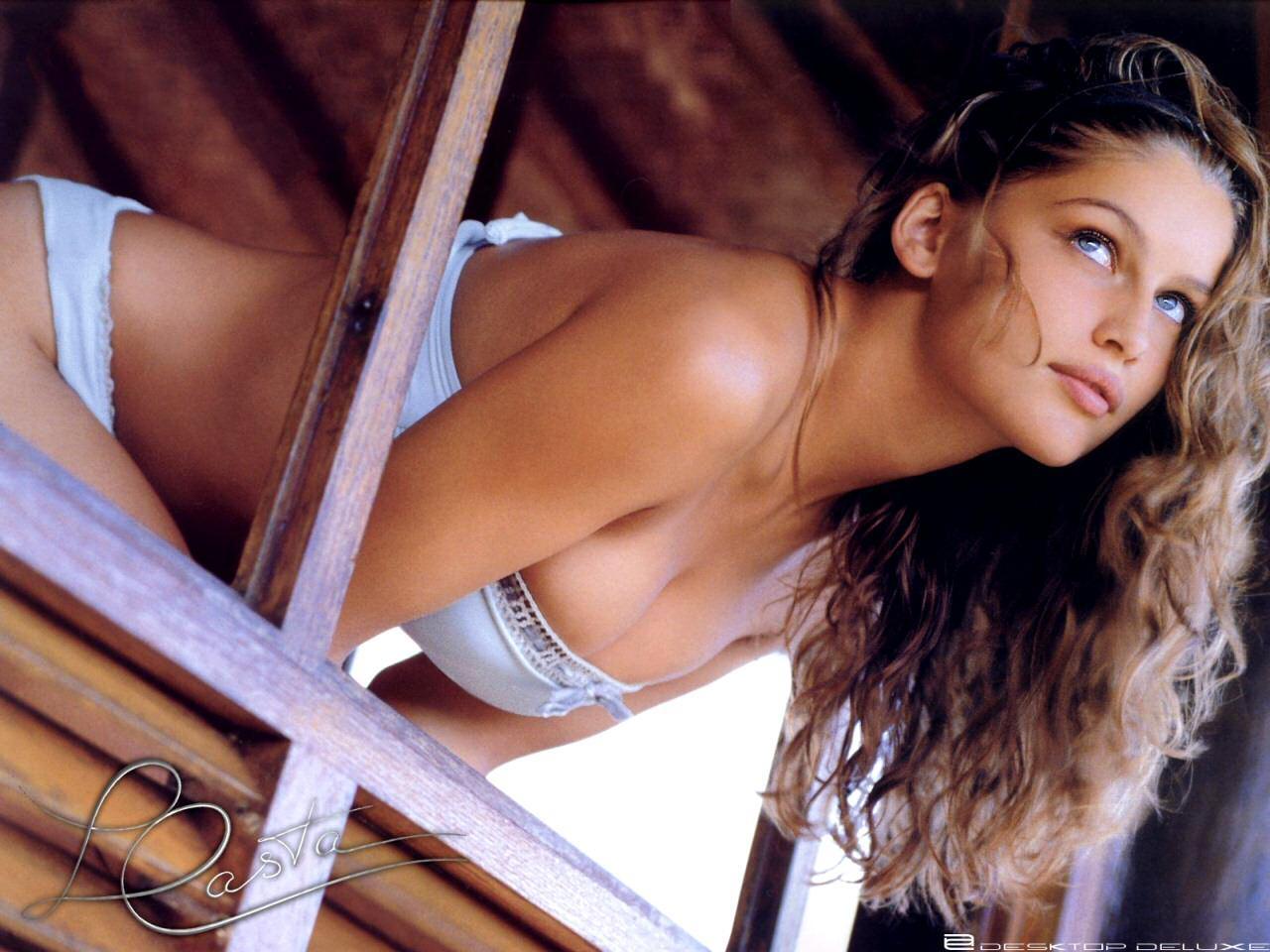 porno cartoni italiani pompino in spiaggia
